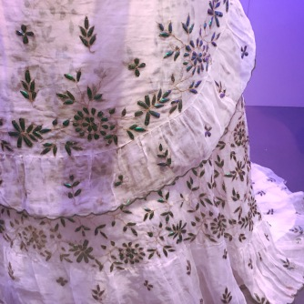 Dress   Cotton, gilded metal thread and Indian jewel beetles